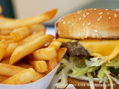 Hamburger e Patatine fritte: il menù preferito dai giovanissimi