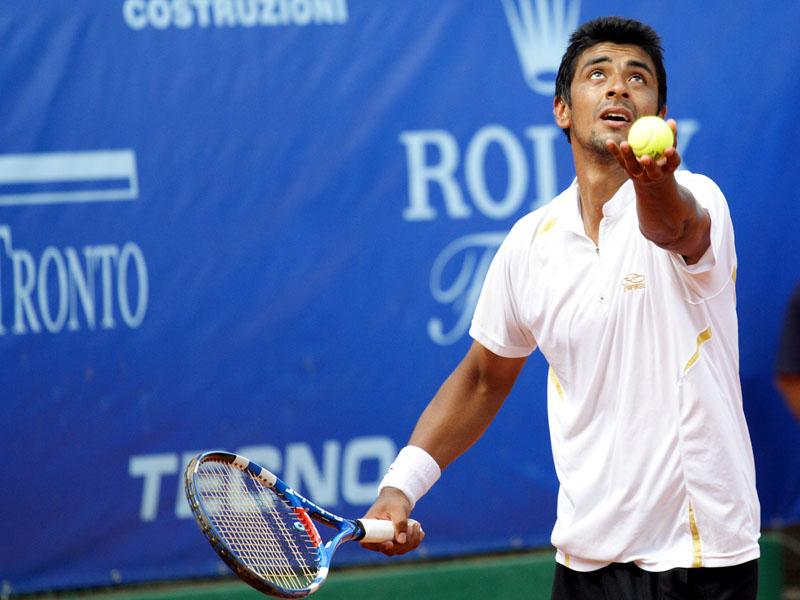 L'argentino Cristian Villagran sulla terra rossa del Circolo Tennis Maggioni