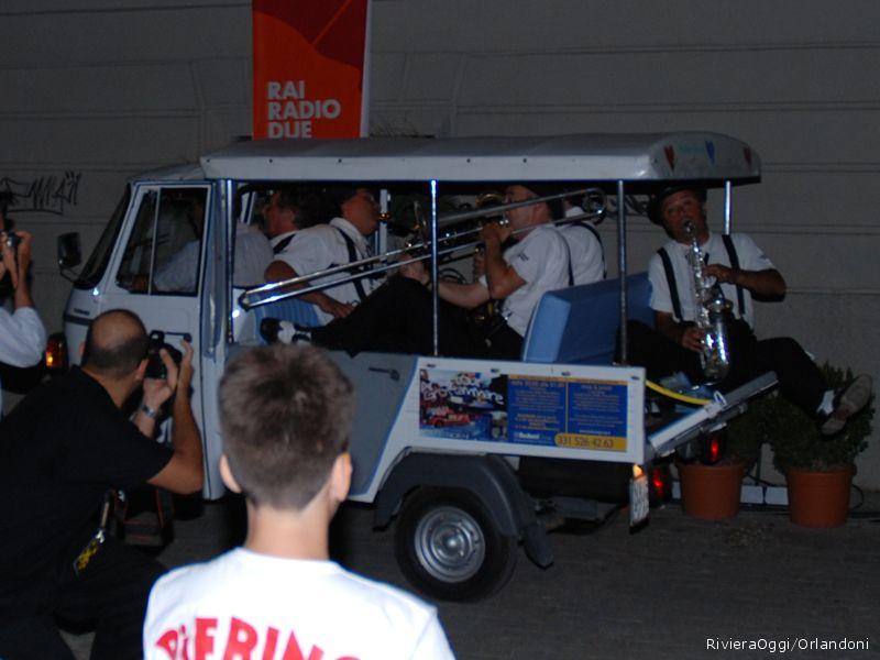L'arrivo della Mabo' band e di Enzo Iacchetti