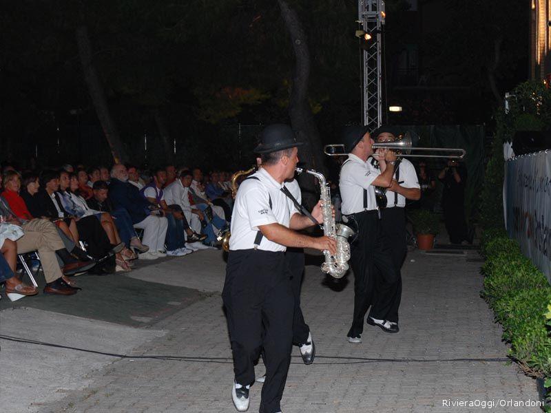 La Mabo band suona fra il pubblico