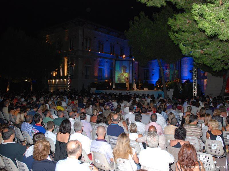 Il folto pubblico del Cabaret, amoremio! 2009