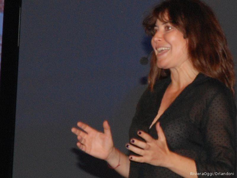 Sabina Guzzanti da un assaggio del suo spettacolo Vilipendio