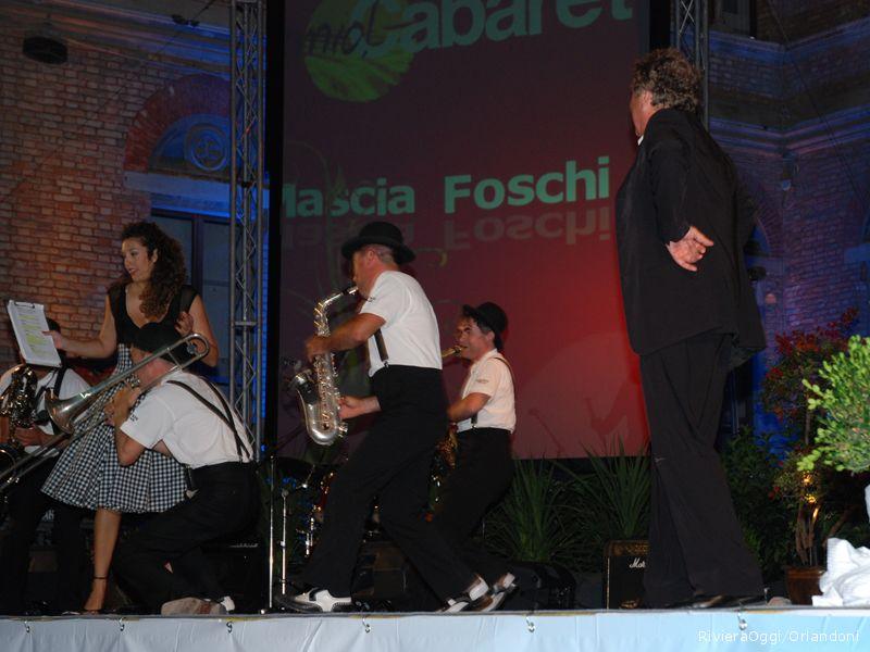 La Mabò band sul palco con Mascia Foschi e Iacchetti