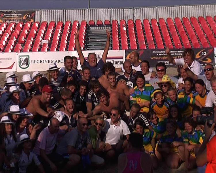 Foto fi gruppo finale con le autorità e i campioni d'Italia maschili e femminili