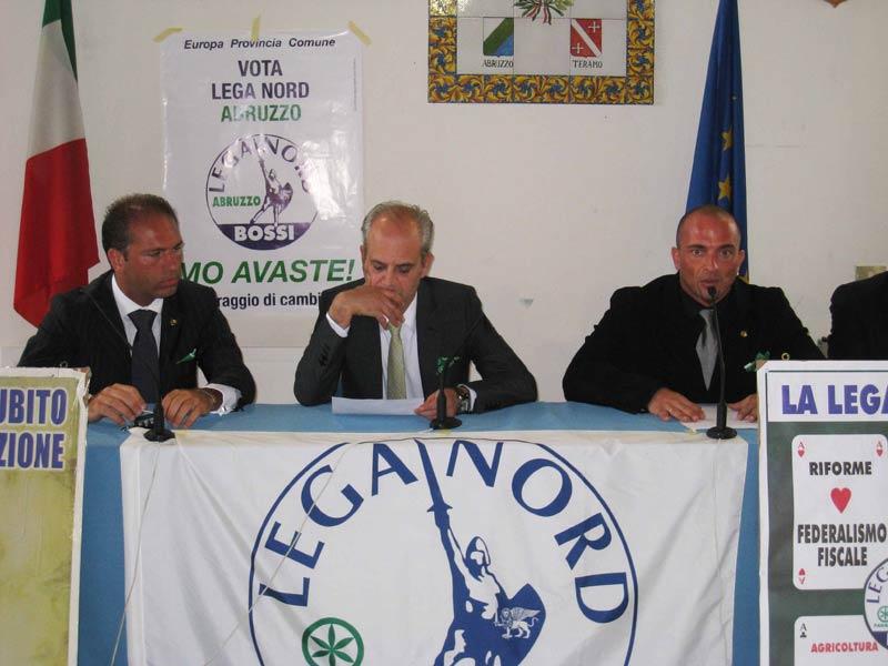 L'onorevole Marco Rondini (al centro) e Alberto Tuccini (a destra)