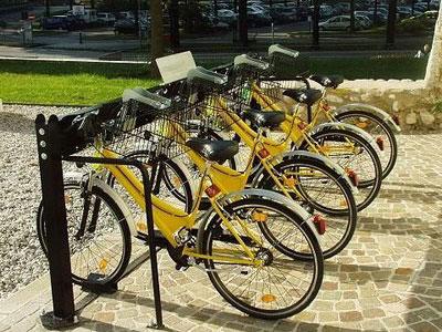 Una stazione di bike-sharing