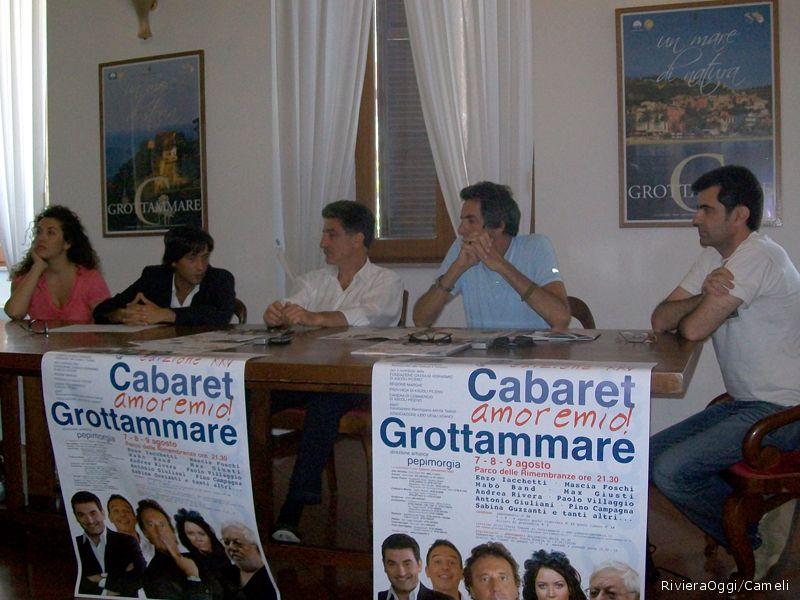 Da sinistra la co-presentatrice Mascia Foschi, l'assessore Enrico Piergallini, il sindaco Luigi Merli, il direttore artistico Pepi Morgia e l'autore Claudio Fois