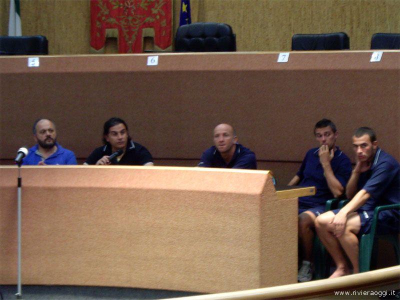 Giovanni Gaspari, Sergio Spina e alcuni giocatori dell'U.S. Samb capitanati da Palladini durante la conferenza stampa di sabato scorso in Comune