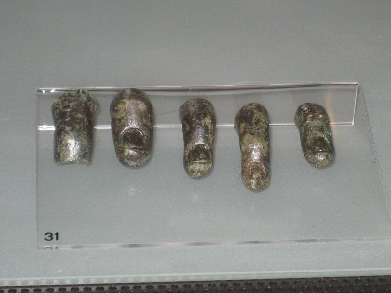 Dita riferibili a figura umana a grandezza naturale in bronzo, rinvenute nel sito di Castrum Truentum