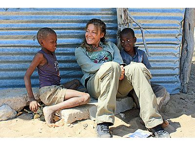 Raffaella Milandri con due bambini San