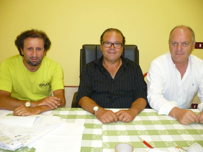 Il gruppo di Fli: Toni Lattanzi, Giacinto De Luca e Luigino Fedeli