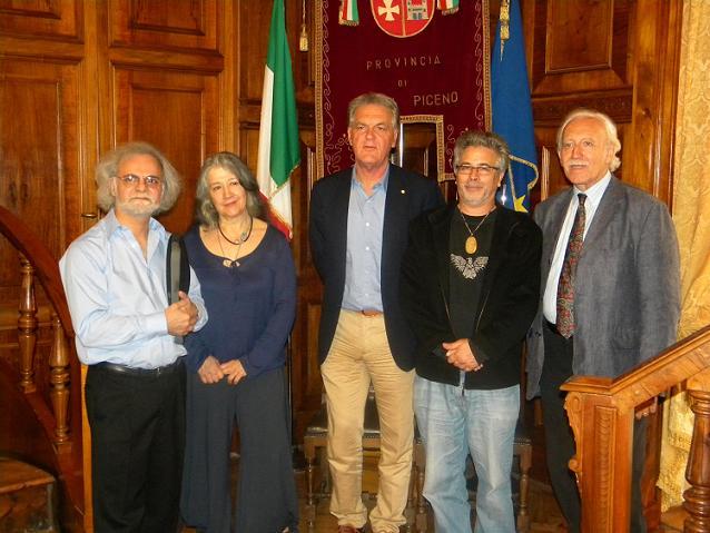 La pianista Martha Argerich con gli altri membri della giuria del festival e con il presidente della Provincia Piero Celani