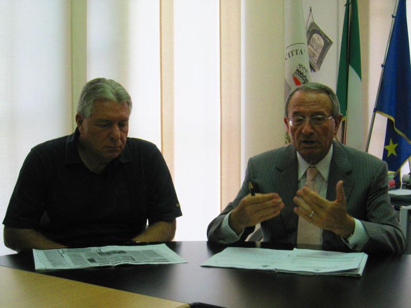 L'assessore all'Urbanistica Abramo Micozzi e il sindaco Di Salvatore