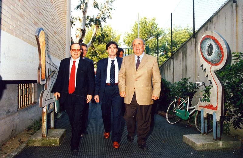 Il primo da destra è l'ex sindaco Alberto Cameli: nella foto d'archivio, è assieme all'onorevole Bastianoni e all'ex ministro Treu
