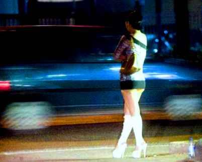 prostituta sul bordo della strada