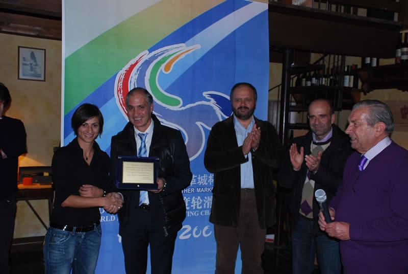 Laura Lardani, campionessa mondiale di pattinaggio, premiata da Filippo Olivieri, Giovanni Gaspari ed Eldo Fanini