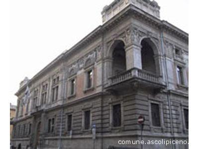 Il palazzo della Carisap