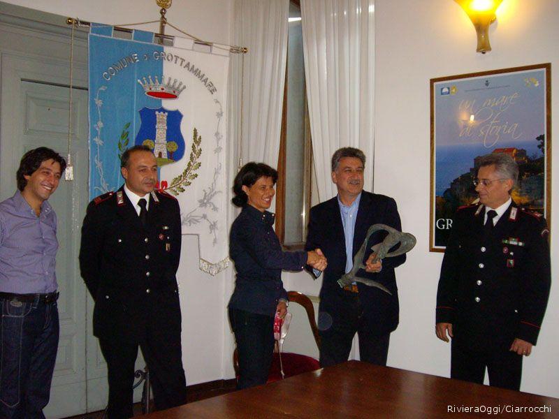 La riconsegna ufficiale al Comune dei due gabbiani di Fazzini