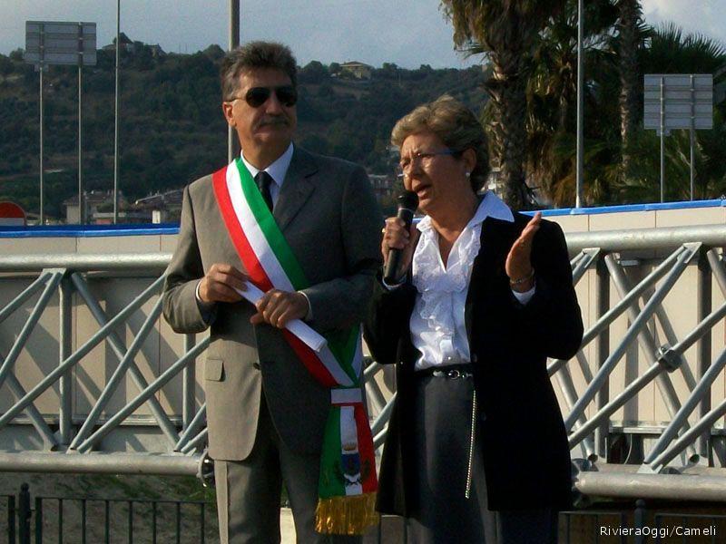 Il sindaco Luigi merli con la mamma di Daniela, Lamberta