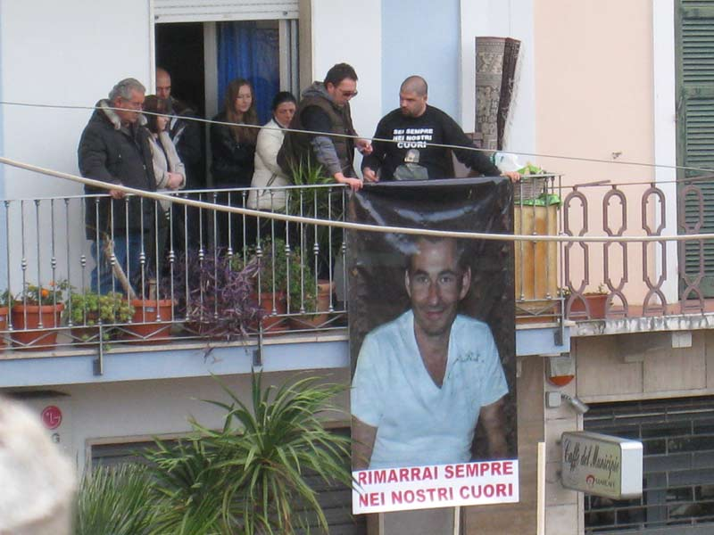 Gli amici ricordano Emanuele Fadani nel giorno del funerale