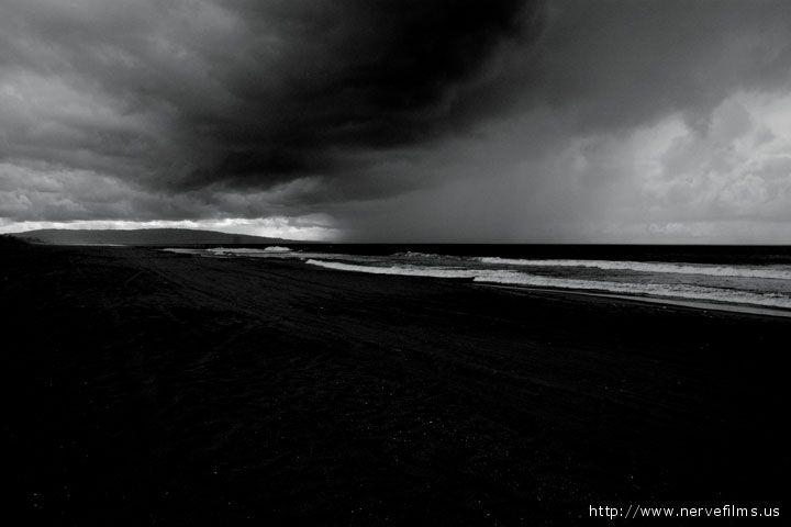 Una spiaggia notturna