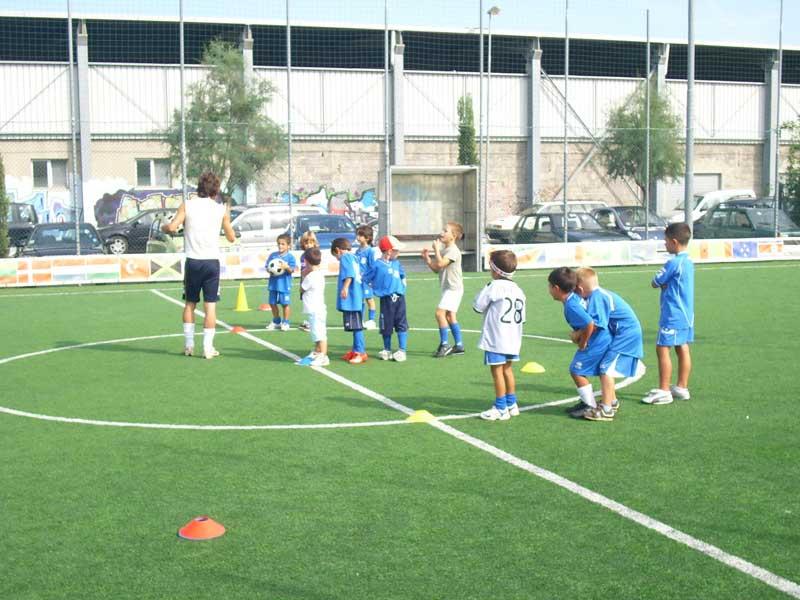 Alcuni ragazzi della scuola calcio Stella Azzurra