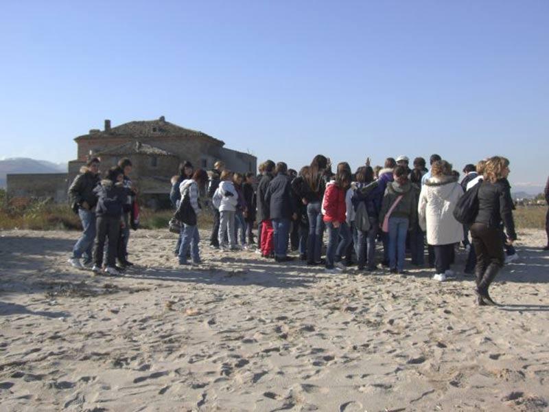 Gli alunni delle scuole in visita alla Riserva della Sentina (foto di Antiquarium di Castrum Truentinum)