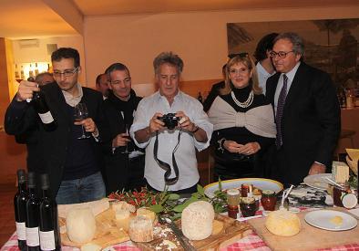 Hoffman durante la cena