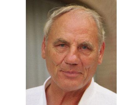 Il discusso Dottor Ryke Geer Hamer ha ricevuto moltissime opposizioni nazionali ed internazionali per le sue ricerche scientifiche