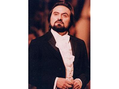 Lo stimato tenore Giuseppe Sabbatini, che nell'occasione debutterà come Direttore d'Opera lirica