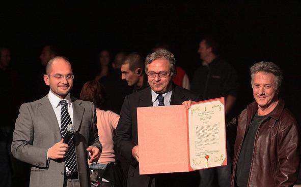 Hoffman con il sindaco Castelli (a sinistra) e il Presidente Spacca