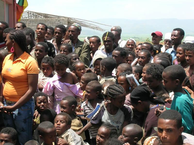 Visita di Maroni alla scuola in Etiopia realizzata dalla Provincia