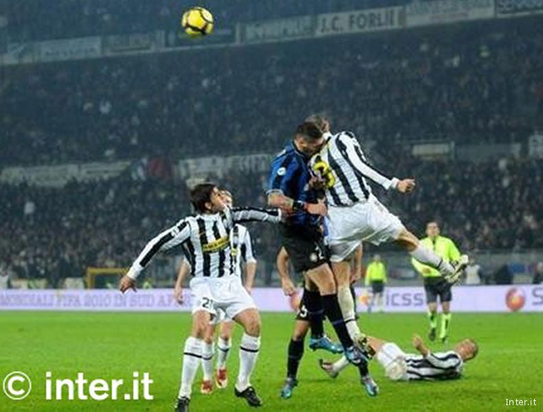 Juventus-Inter in una sfida a San Siro