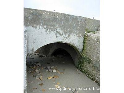 Scolo acque bianche all'altezza del lungomare sud di Villa Rosa