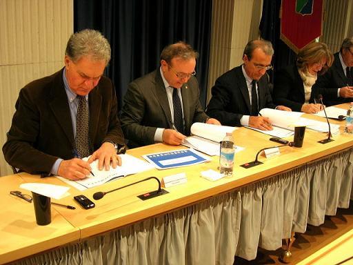 Il presidente della Provincia Celani firma a Pescara il protocollo sulla dorsale