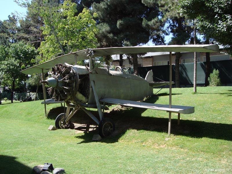 Il Breda BA-25, di fabbricazione italiana negli anni '30, che si trova nell'Ambasciata italiana a Kabul