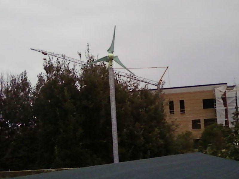 L'impianto eolico sul tetto del Comune di San Benedetto