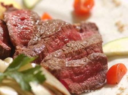 È la carne cruda e semicruda di maiale e di agnello, tra le principali fonti di infezioni di toxoplasmosi.