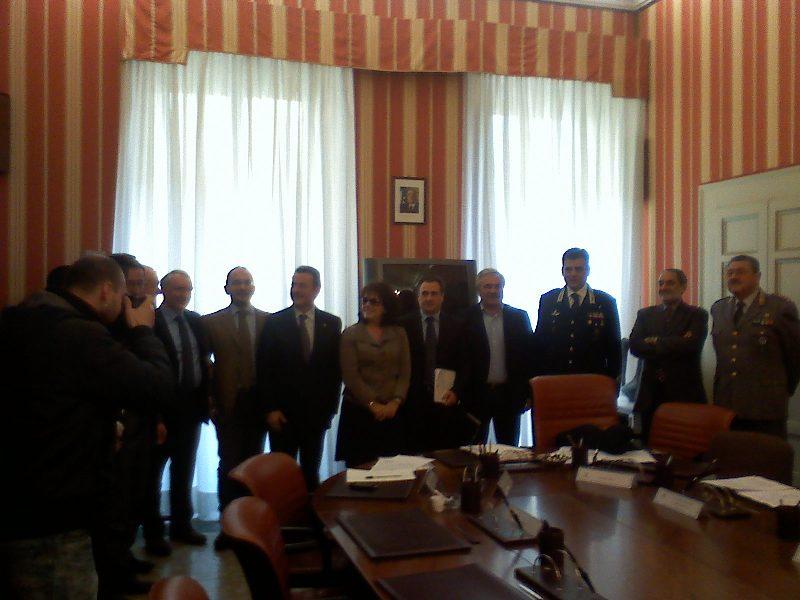 Il Prefetto Pasquale Minunni e gli altri  membri del comitato provinciale per l'ordine e la sicurezza