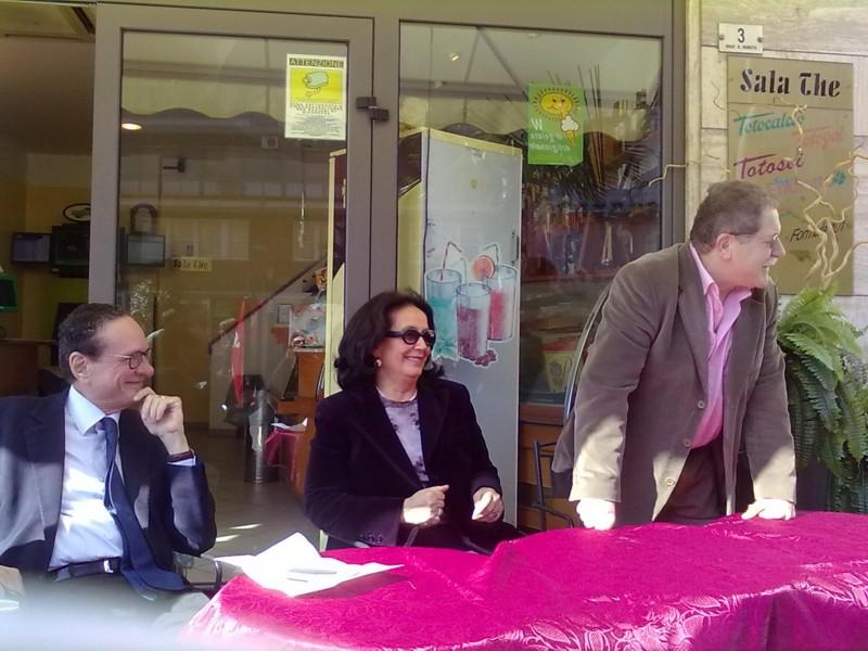 Ugo Intini, Luciana Sbarbati e il coordinatore piceno del partito socialista Francesco Maroni