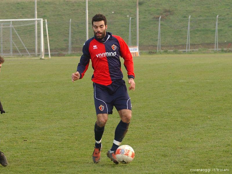 Cristian Cacciatore in una foto del 2009/10 in maglia rossoblu