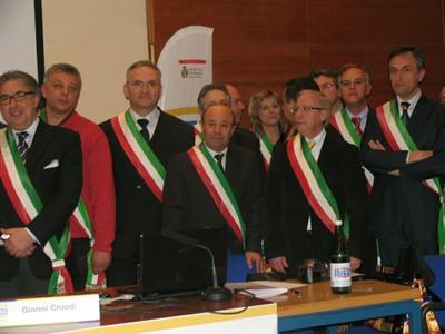Alcuni dei sindaci intervenuti alla cerimonia della Provincia di Teramo