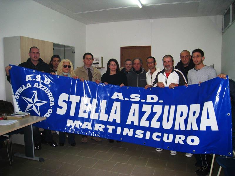 La presidente Roberta di Addezio (al centro) con alcuni componenti dell'Asd Stella Azzurra