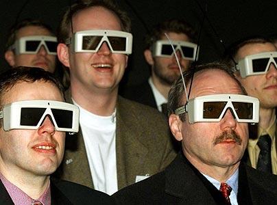 Spettatori che indossano occhiali 3d