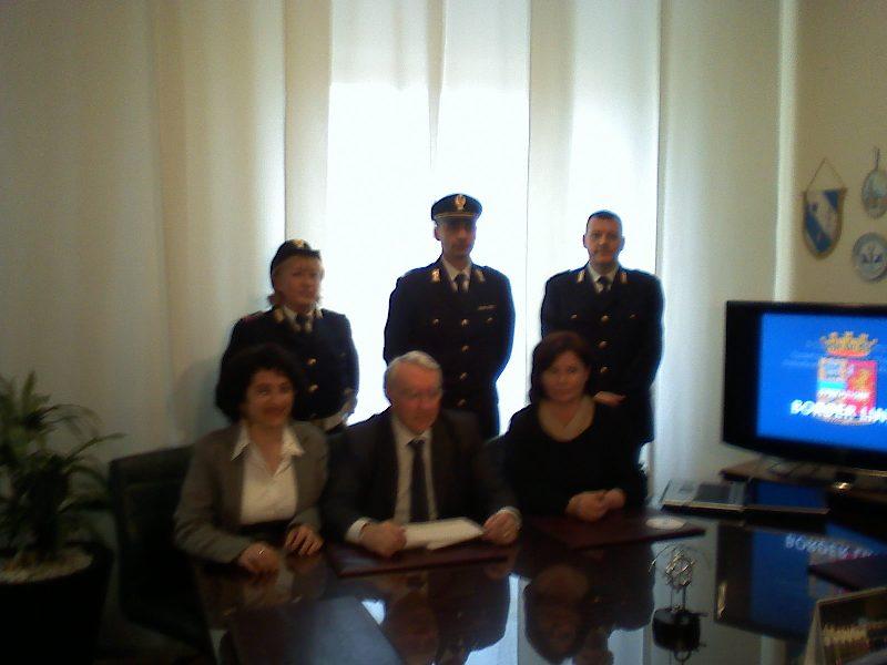 Il Questore Giuseppe Fiore insieme alla dottoressa Maria Antonietta Sollini e la dottoressa Giuseppina Natali