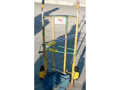 Il carrello portapacchi ritrovato nella scarpata in via Franchi e che l'assassino ha utilizzato per portare i sacchi con i resti della donna
