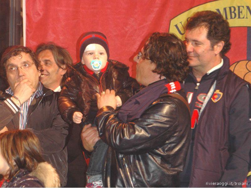 Festa promozione in Serie D: Sergio Spina con il figlioletto, vicino a lui, da sinistra, Roberto Pignotti, Consorti, Spadoni