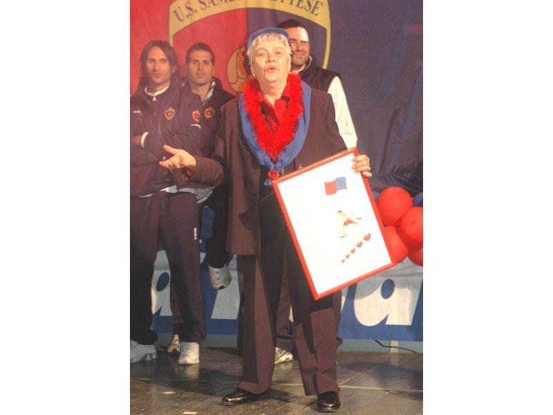 Festa promozione in Serie D: Vittoria Giuliani recita una poesia in dialetto per la Samb