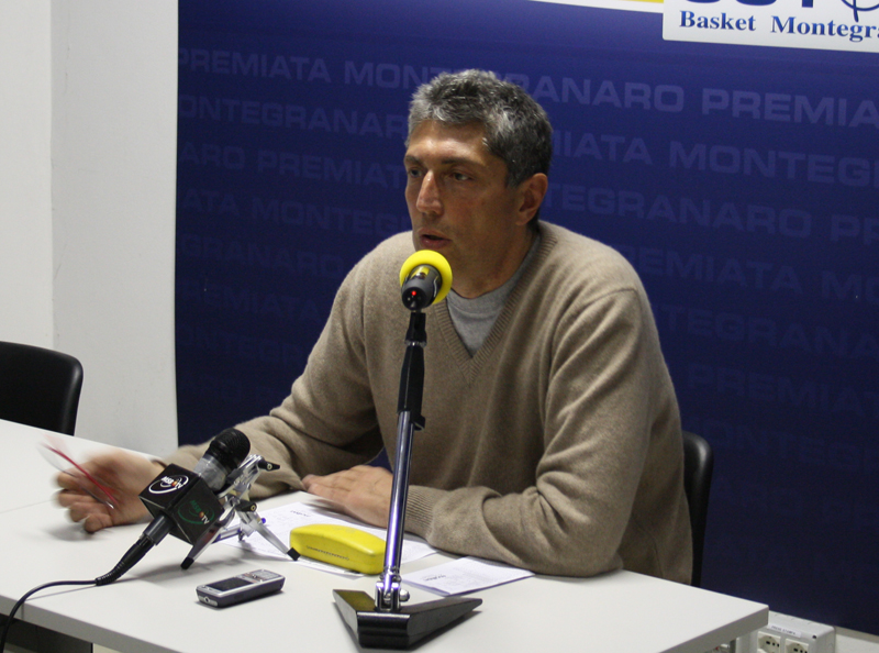 Fabrizio Frates in sala stampa