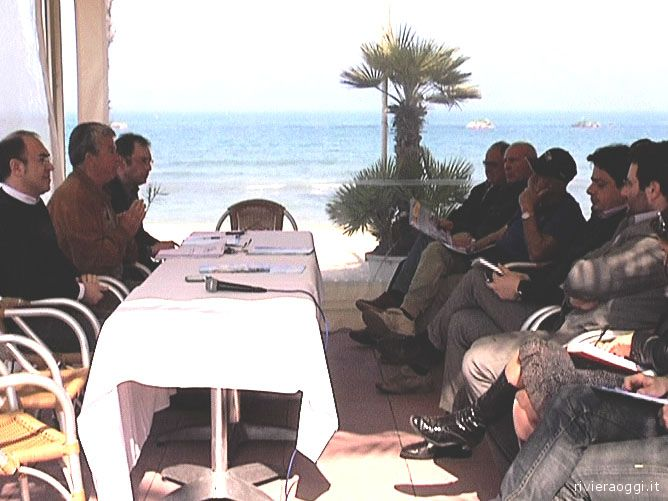 A sinistra, l'assessore regionale Donati con Giuseppe Ricci e l'assessore provinciale Gabrielli davanti alla platea dell'Itb Italia